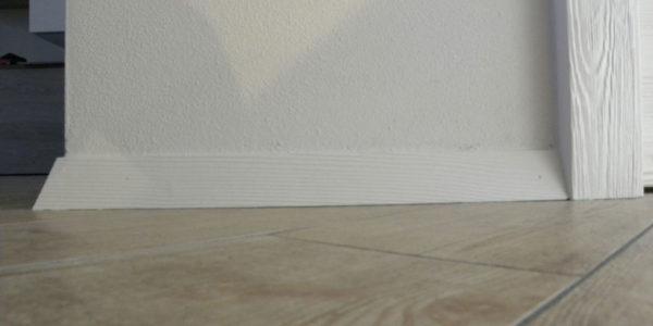 battiscopa-spazzolato-laccato-bianco-come-porte