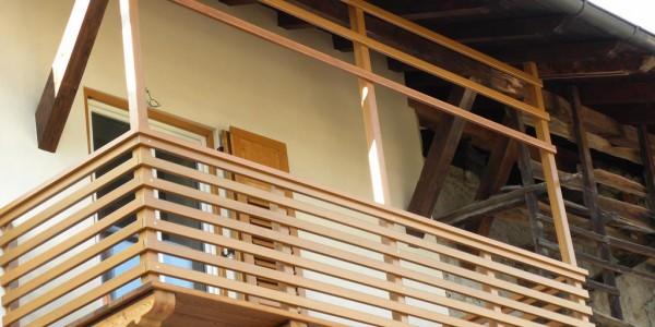 balcone-arredo-legno-esterno