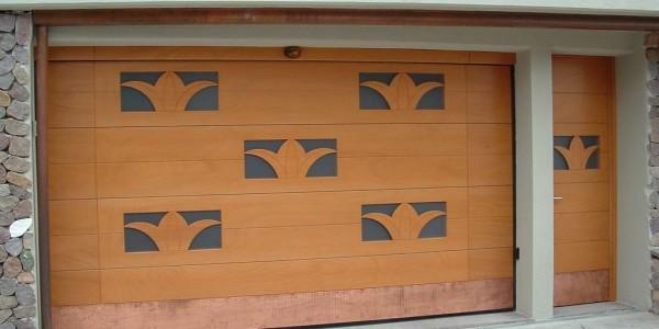 okume-con-vetri-a-disegno-e-porta-laterale