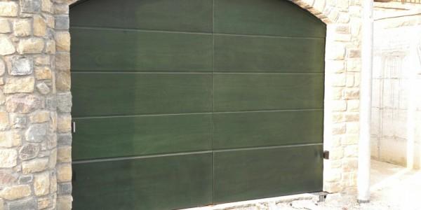 portone-battente-colore-verde-okume