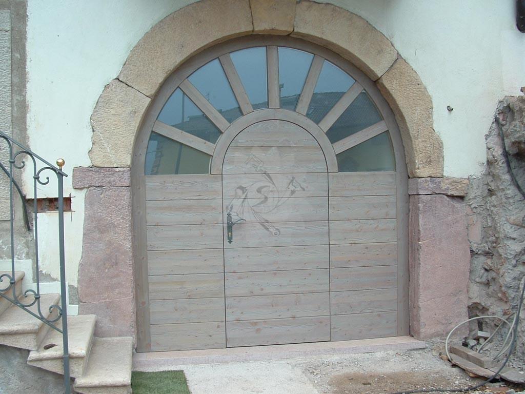 Portone a battente falegnameria pojer for Garage in metallo con planimetrie abitative