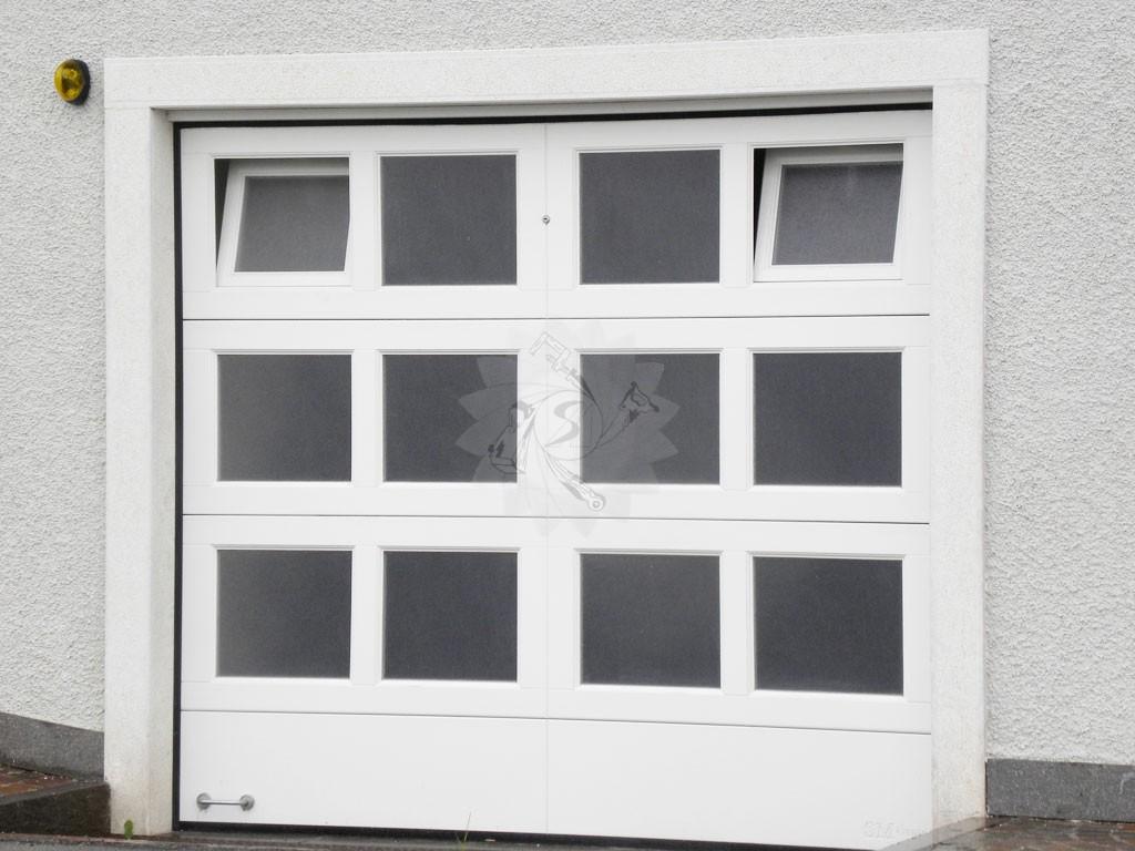 Portone garage sezionale falegnameria pojer - Portoni garage con finestre ...