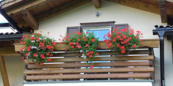 ringhiera-balcone-legno-arredo-esterno